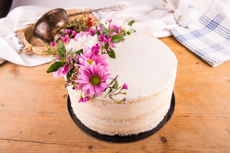 Tort seminaked cu unt si crema de branza