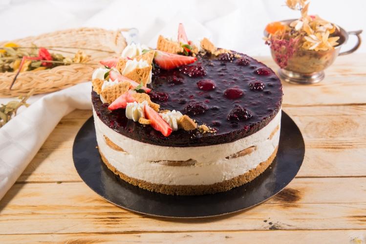 Tort cheesecake cu fructe de padure