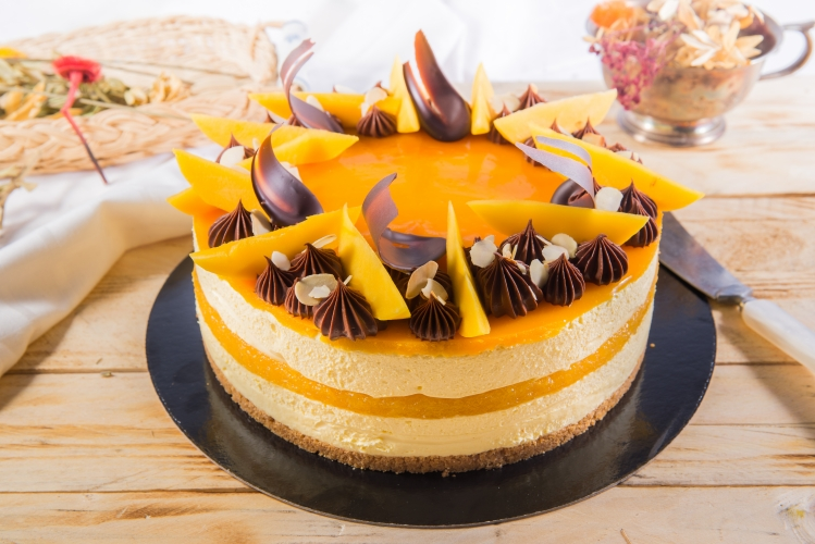 Tort cheesecake cu mango